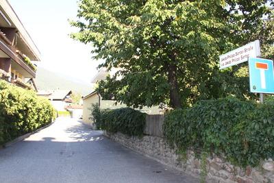 Jakob-Philipp-Santer-Strasse 2